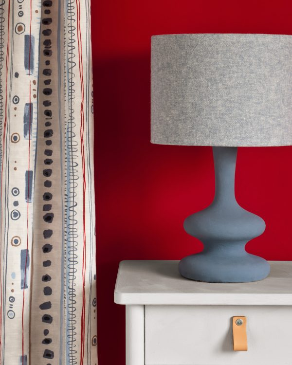 Chicago Grey side table Piano in Old Violet curtain Emperors Silk Wall Paint Linen Union in Old Violet Old White lampshade 1600