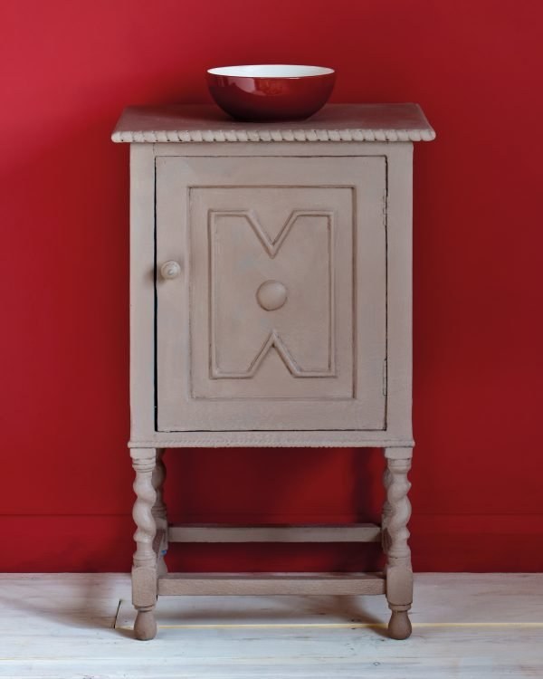 Coco side table Emperors Silk Wall Paint 1600