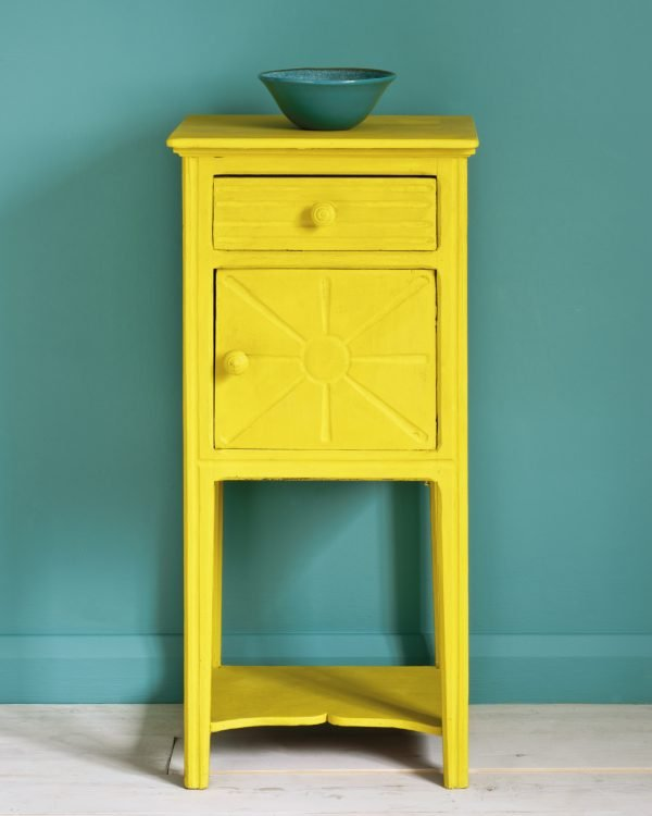 English Yellow side table Wall Paint in Provence 1600