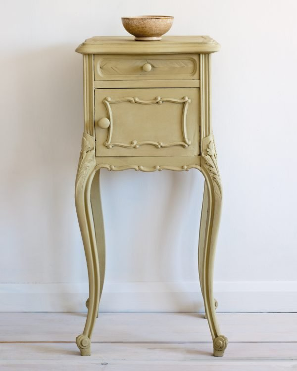 Versailles side table 1600